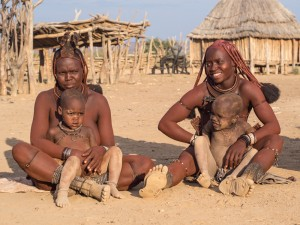54_Himba-Muetter-mit-Kindern