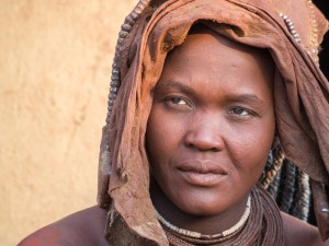 57_Himba-Frau-mit-Hochzeitsschmuck
