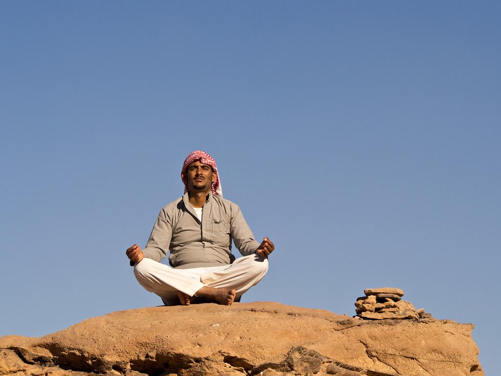 65_Beduinen-meditierend