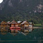 Thailand - Khao Sok National Park in der Provinz Surat Thani in Südthailand mit einer Gesamtfläche von 739 km². Mit dem Bau des Ratchaprapha-Staudamms wurde ein Teil des Parks geflutet und so hat sich der Chiao-Lan-See gebildet, der heute über 162 km² der Fläche einnimmt.
