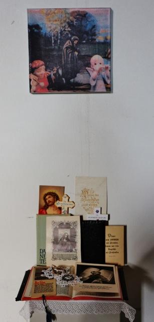ausstellung-persoenliche-altaere-marienkirche-fotos-a-loschen-006-614x1280