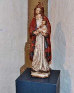 ausstellung-persoenliche-altaere-marienkirche-fotos-a-loschen-024-1020x1280